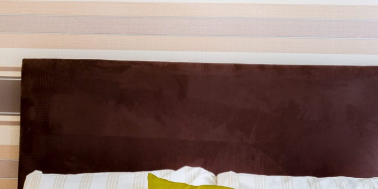 bedroom without bay window brown spec 4